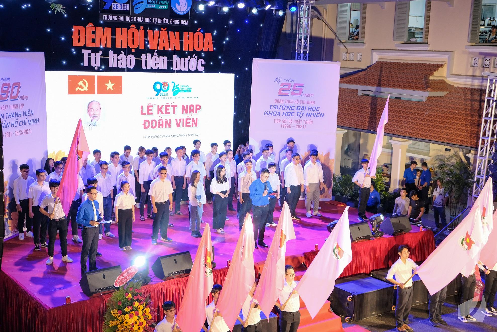 Lễ kết nạp 90 thanh niên tiên tiến vào hàng ngũ Đoàn Thanh niên Hồ Chí Minh
